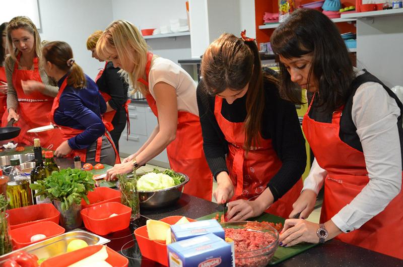 http://mirevents.ru/master-klassy/master-klass-kulinarnyj.html